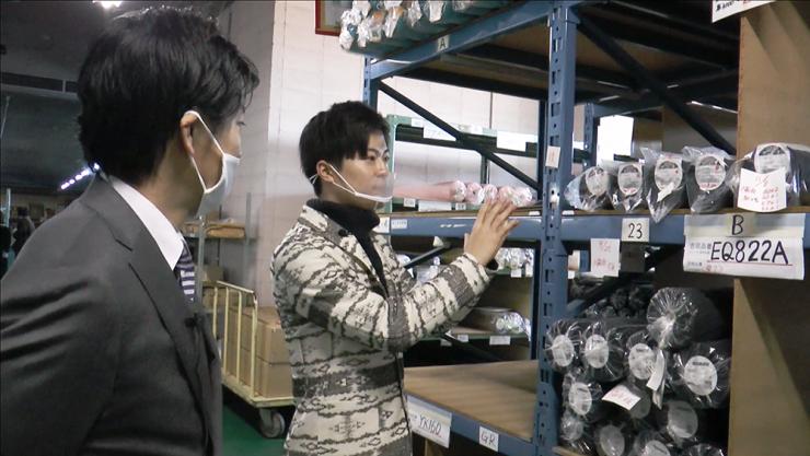 吉岡株式会社の社内に訪れたHi☆Fiveの林拓磨さん