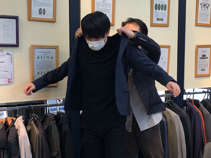 Hi☆Fiveの加藤大悟さんサンエース株式会社のスーツに驚く