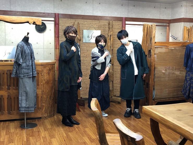 Hi☆Fiveの大谷悠哉さんが<末廣繊維株式会社ミクロコスモ事業部(展示場) >で記念撮影