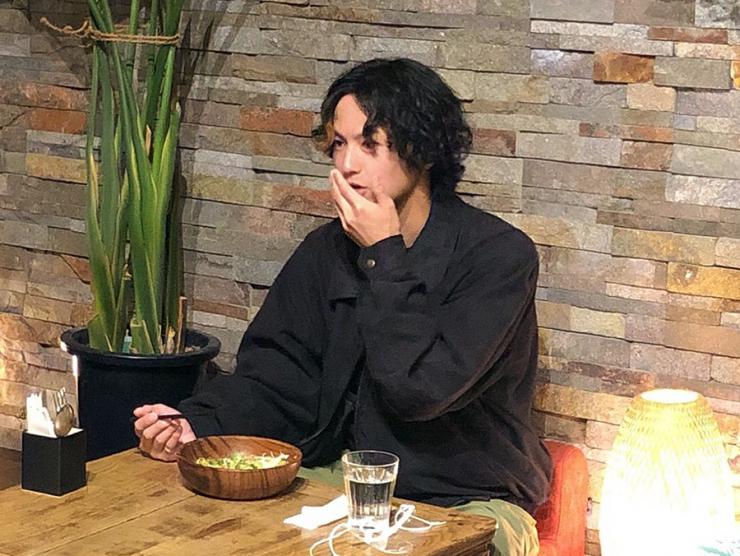 MAG!C☆PRINCEの阿部周平さんが「ティーリーフサラダ」を食レポ