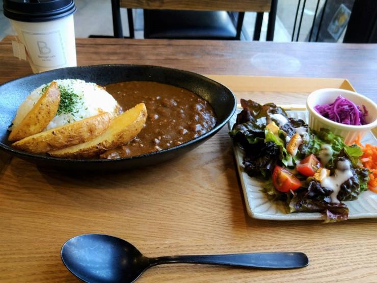 Hi☆Fiveの林拓磨さん「Beringei cafe  べリンゲイカフェ」でベリカレーを試食
